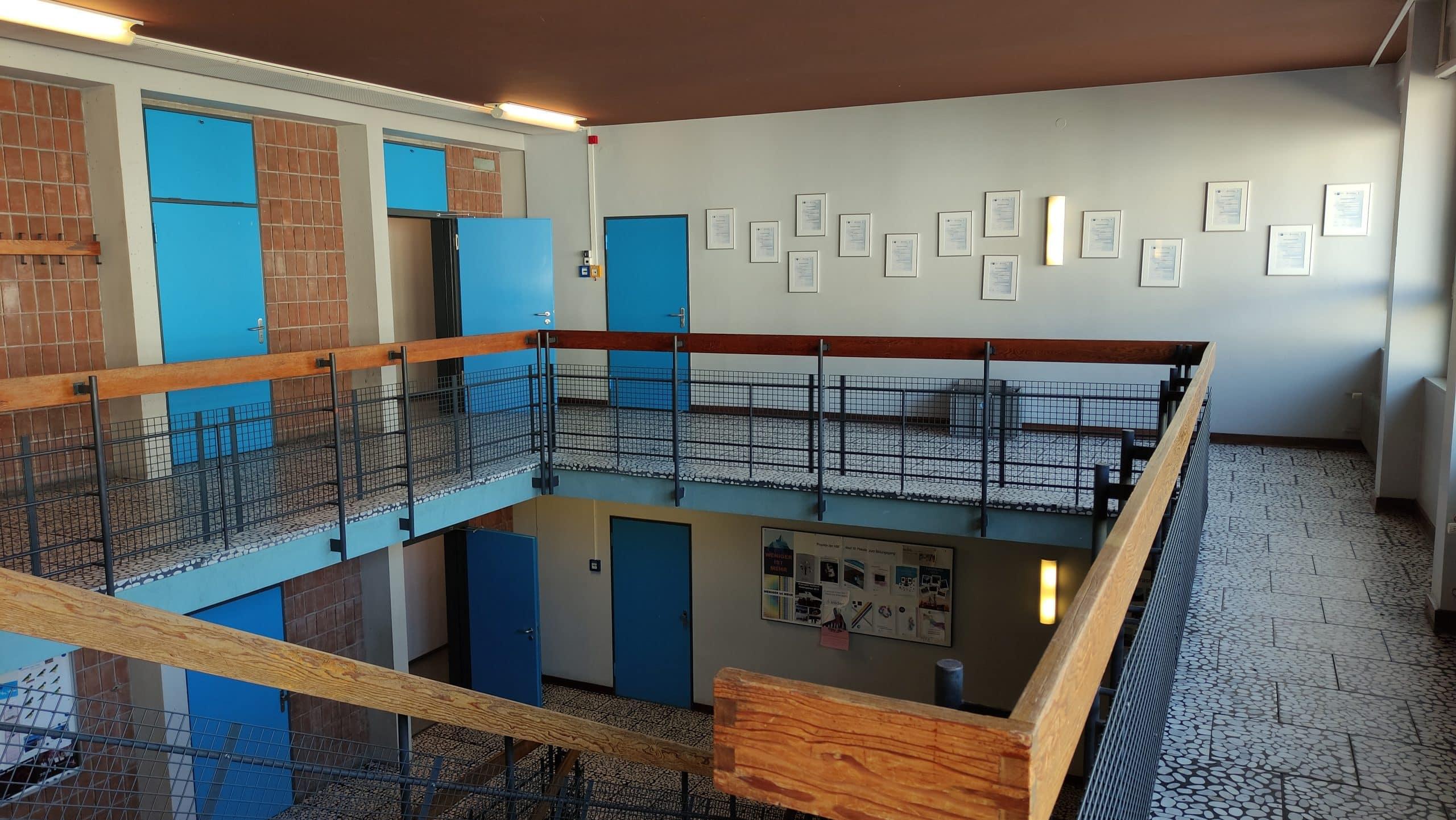 Dr. Zimmermannsche Wirtschaftsschule in Koblenz 2. Obergeschoss mit Sicht in das Treppenhaus