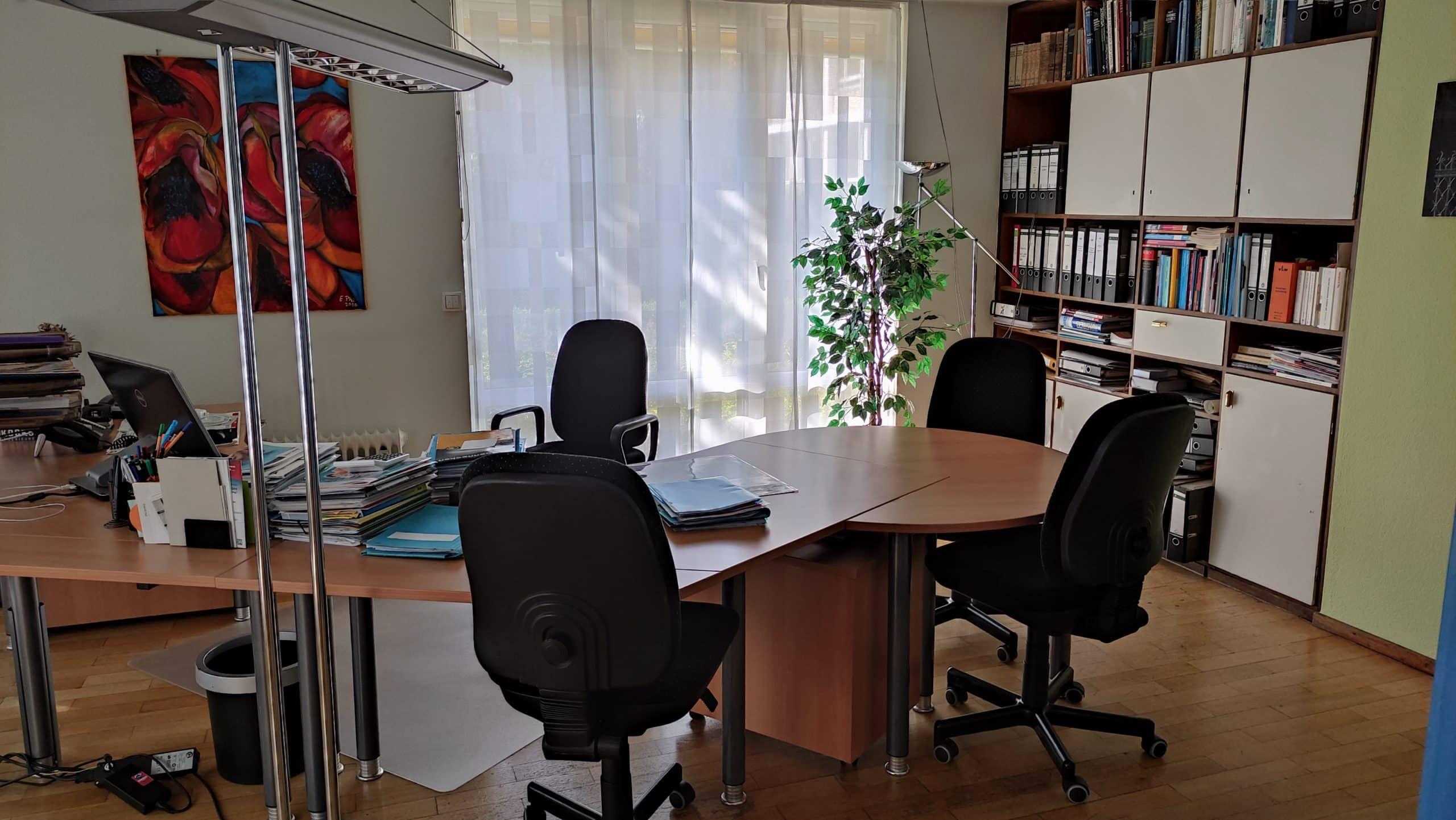 Dr. Zimmermannsche Wirtschaftsschule in Koblenz Büro der Schulleiterin Fr. Corinna Gahl-Haupt