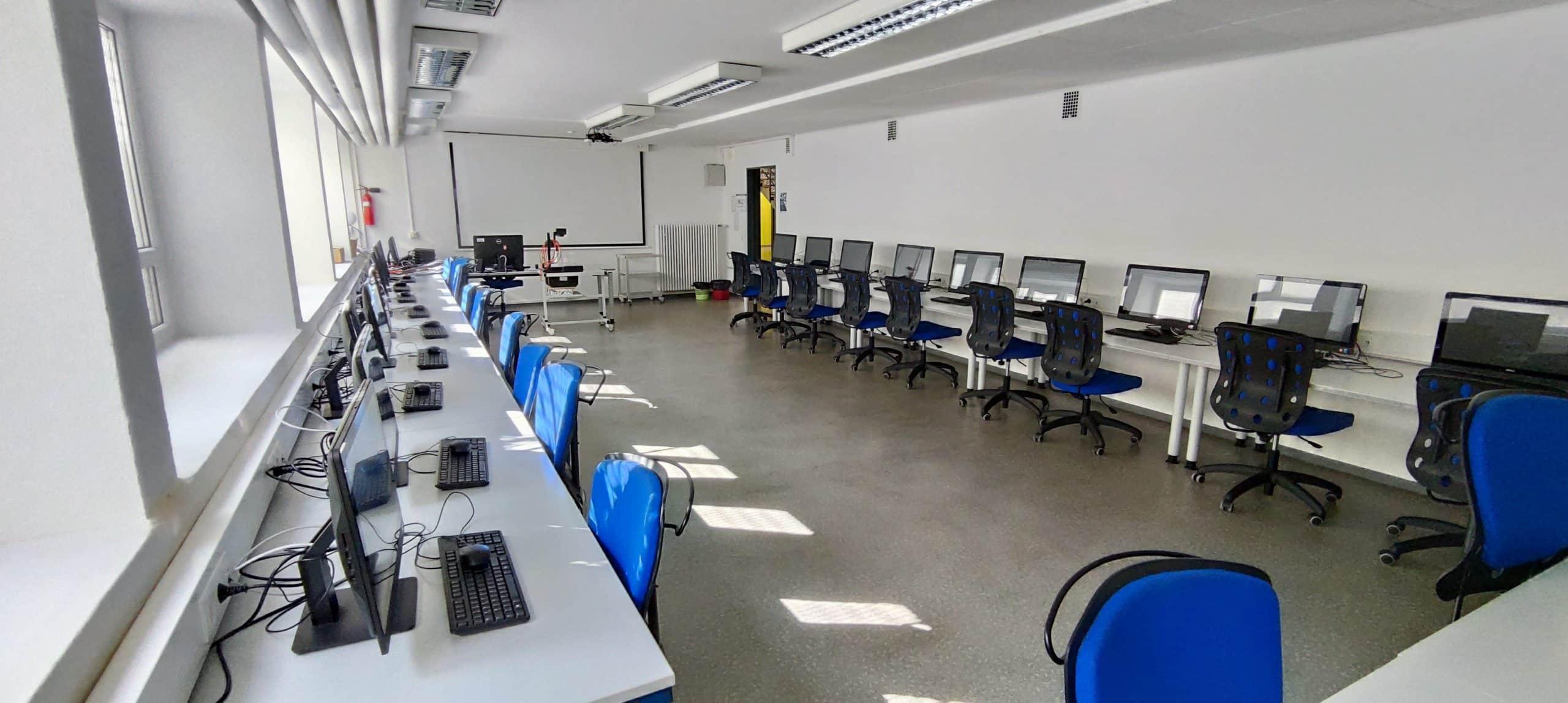 Dr. Zimmermannsche Wirtschaftsschule in Koblenz Computerraum mit All-in-One PCs im Untergeschoss