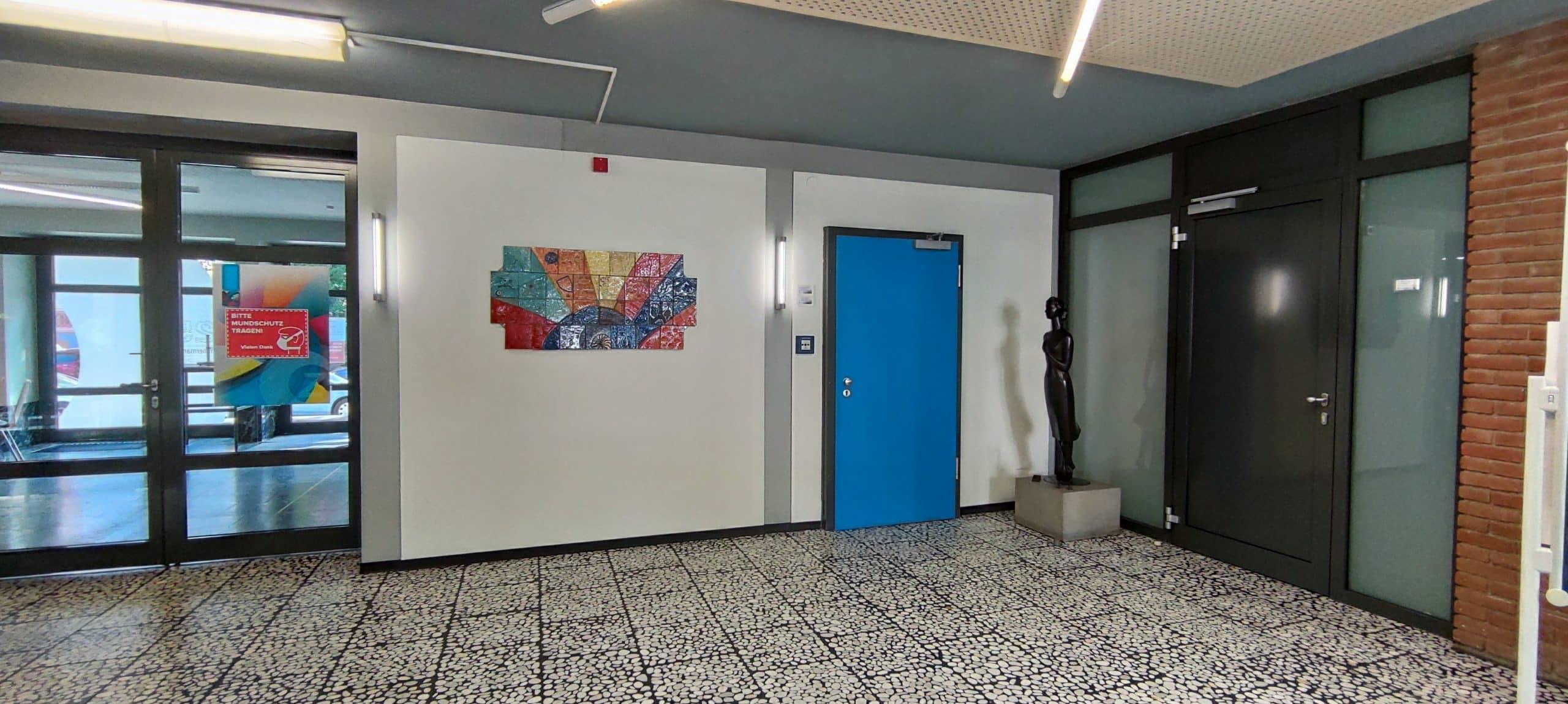 Dr. Zimmermannsche Wirtschaftsschule in Koblenz Eingangshalle mit Blick auf den Eingang des Sekretariats