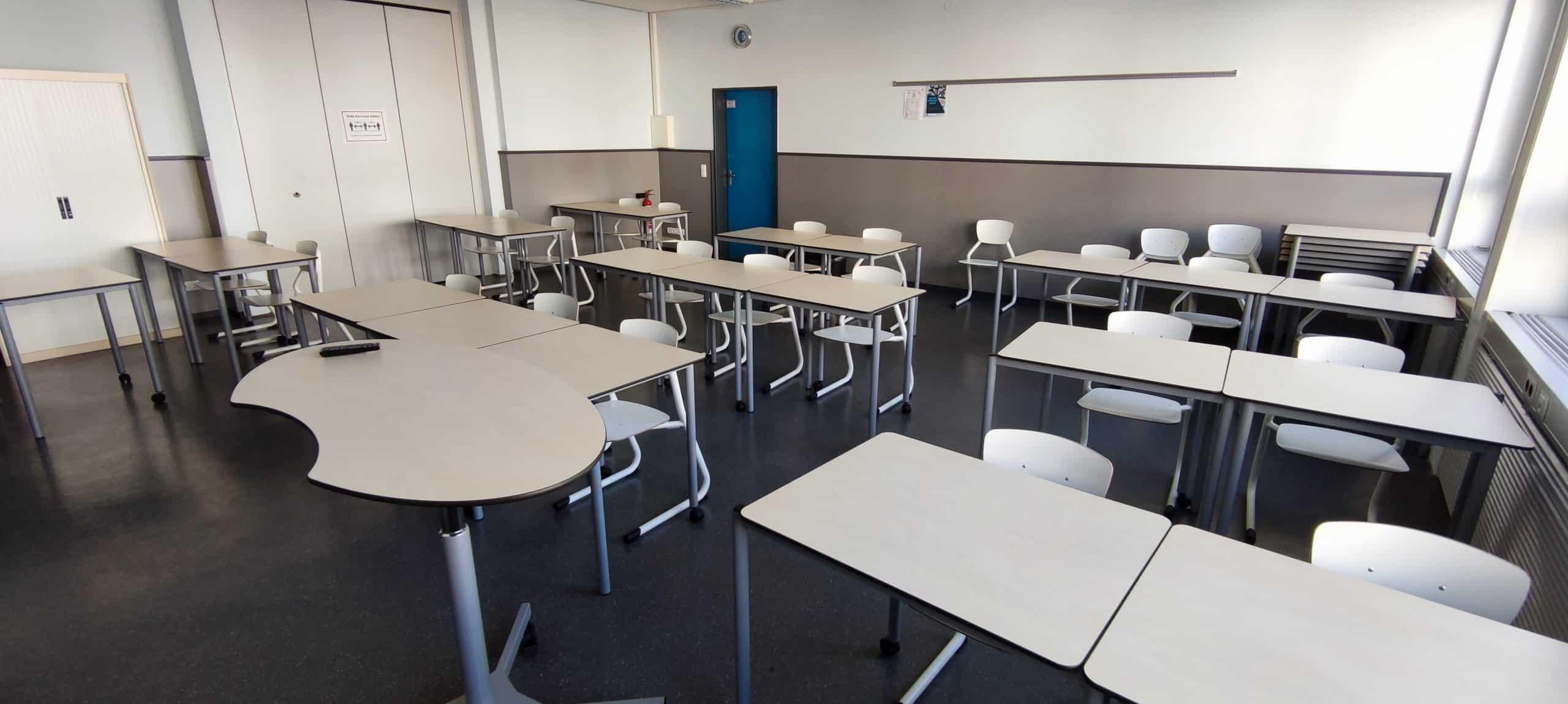 Dr. Zimmermannsche Wirtschaftsschule in Koblenz Blick in einen modernen Klassenraum